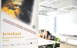 image of JewsEast Summer School startet bei Sommerhitze