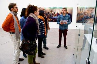 image of KHK Gastwissenschaftler besuchen Kunstausstellung