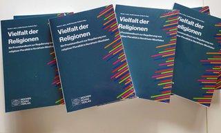 image of Handbuch für den praktischen Umgang mit religiöser Vielfalt erschienen